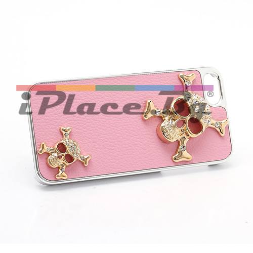 Пластмасов, розов панел - черепи за iPhone 5/5S/SE